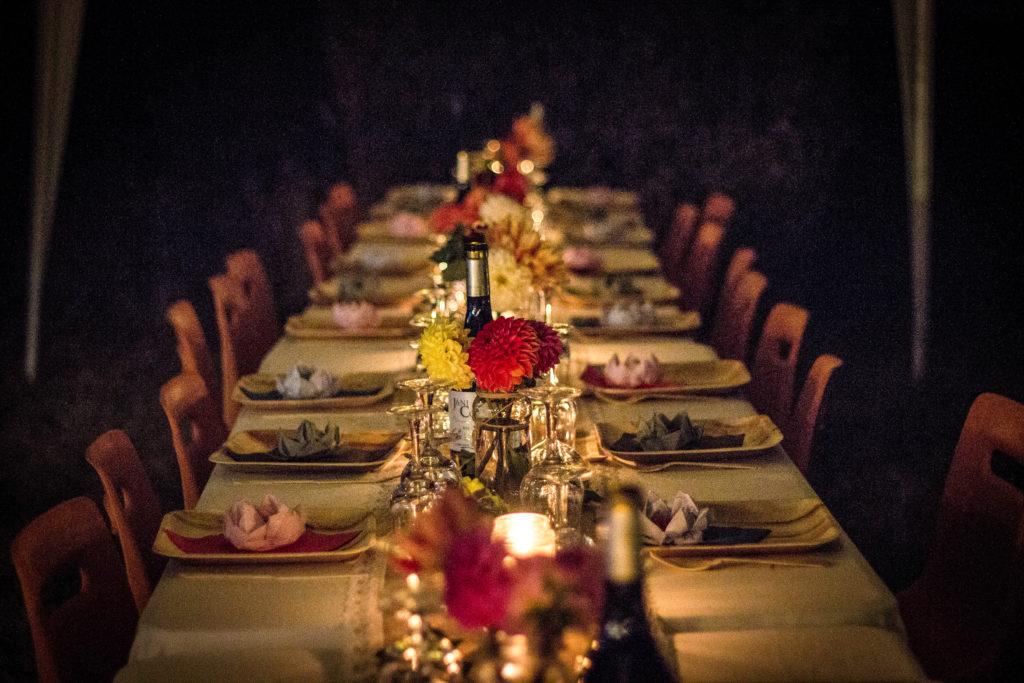 Tips to host a French dinner party - table